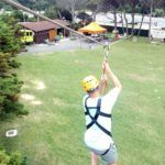Haciendo tirolina en el Campamento Multiaventura & English Camp