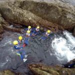 Enuna piscina natural. Coasteering y canoa con turistas canadienses.